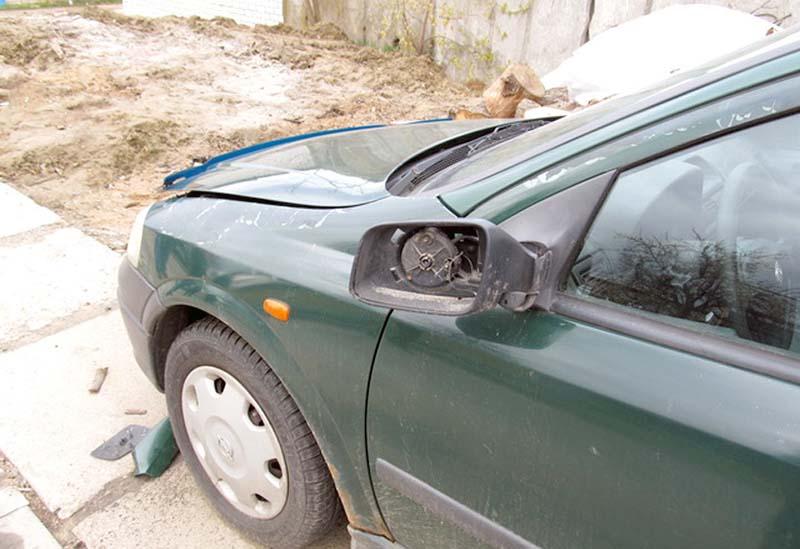 Парень хорошо «оторвался». Повредил 14 автомобилей