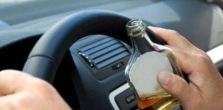 В Китае пьяный водитель ел траву, чтобы не проходить алкотест