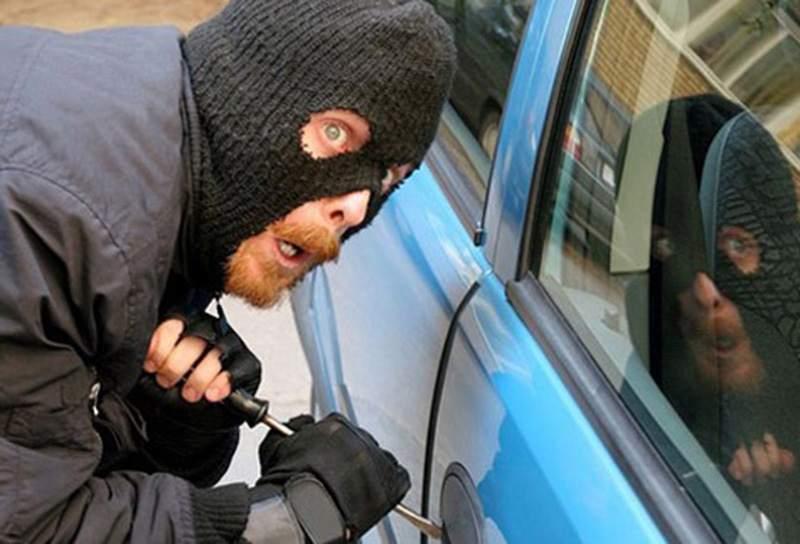 В Могилеве сорвалась попытка разобрать автомобиль по запчастям на глазах у владельца