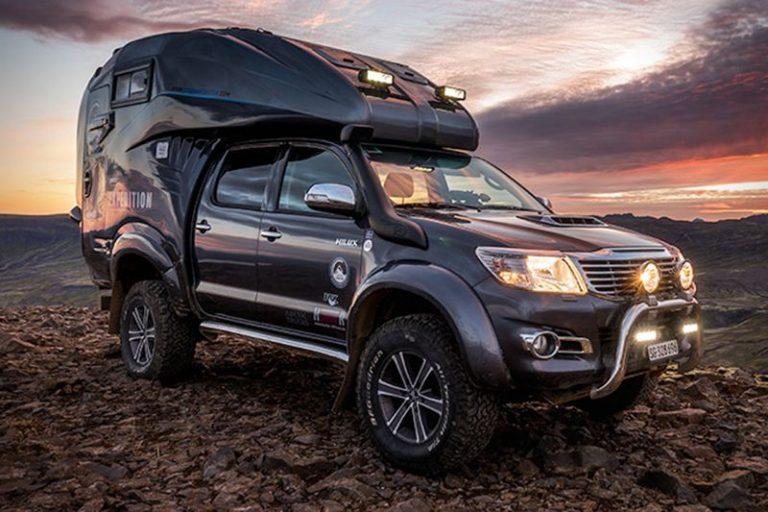 Пикап Toyota Hilux превратили в автодом для экстремалов