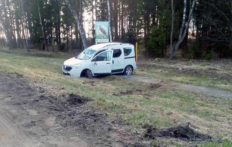 На трассе Р1 Mercedes опрокинул Renault