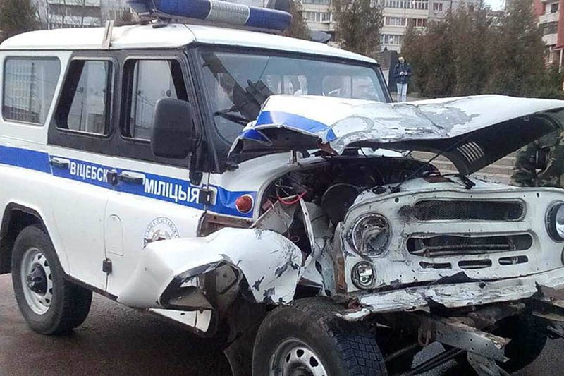 В Витебске УАЗик милиции на всех парах столкнулся с маршруткой