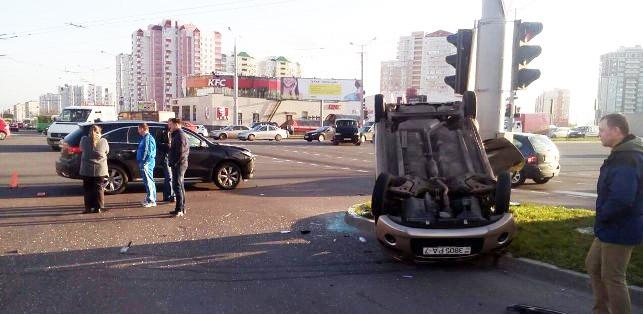 В Минске опрокинулся автомобиль с малолетним ребенком