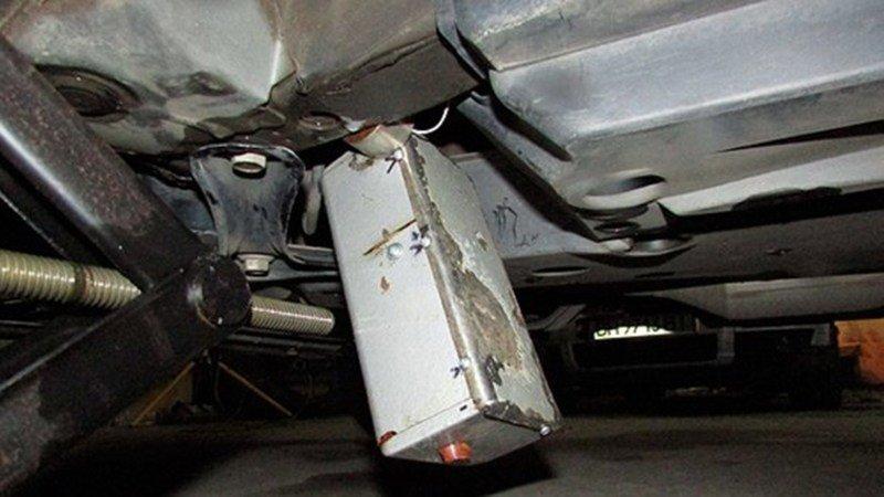 Под машиной мэра Одесской области было обнаружено взрывное устройство