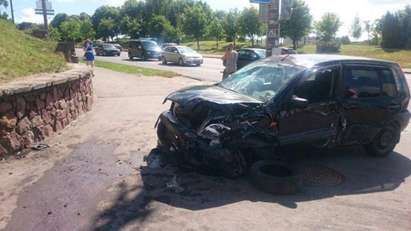 В Минске «Форд» вылетел на тротуар и сбил женщину