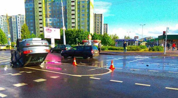 В Минске в результате столкновения «Мицубиси» перевернулся на крышу