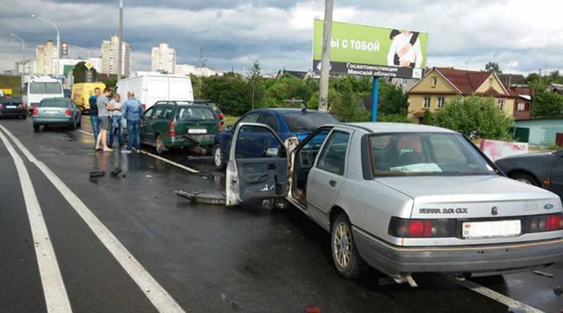 В Минске автомобиль «Форд» собрал «паровоз»