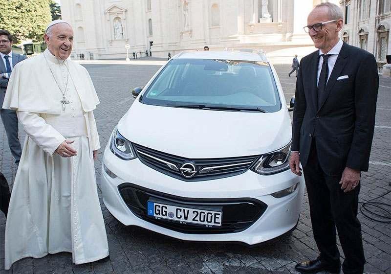 Папе Римскому подарили электрокар