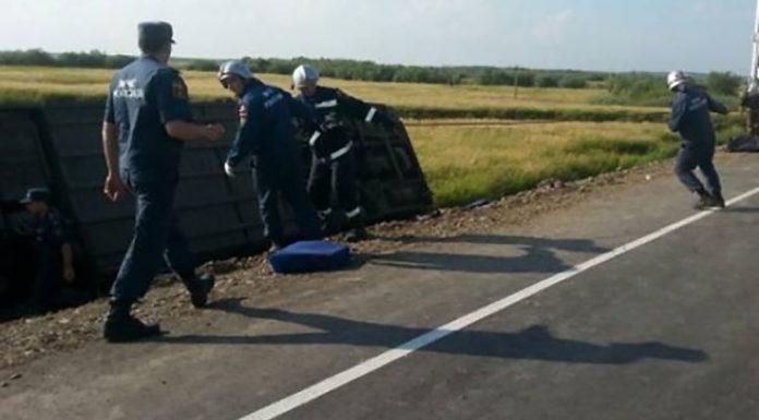 В Ростовской области в ДТП два человека погибли, 12 пострадали