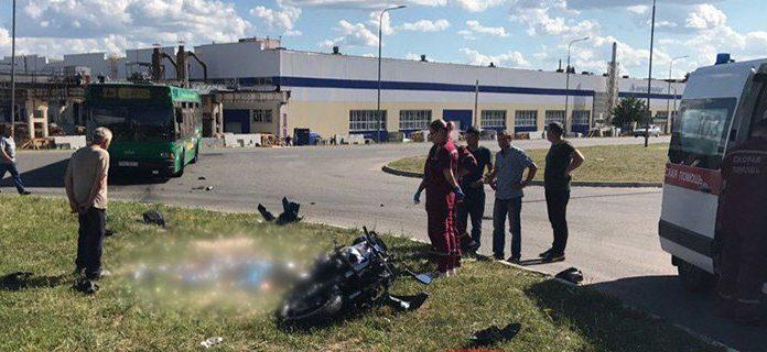 В Солигорском районе столкнулись автобус и мотоцикл. Мотоциклист погиб