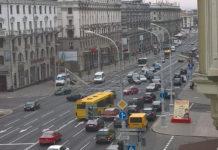 В Минске на проспекте Независимости упала осветительная опора