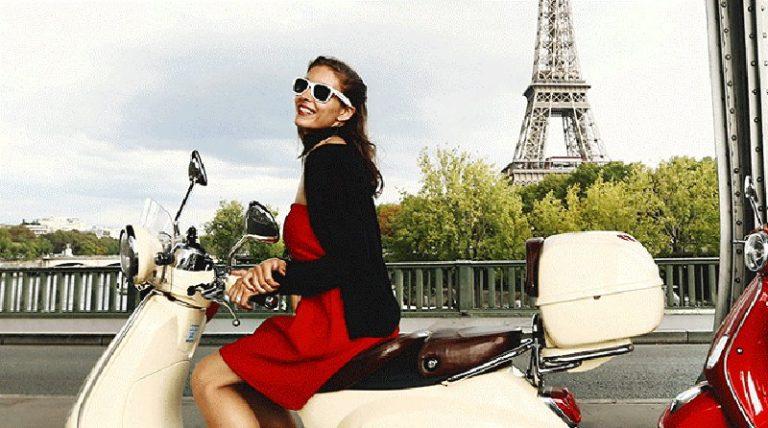 В Париже туристов хотят пересадить на скутеры