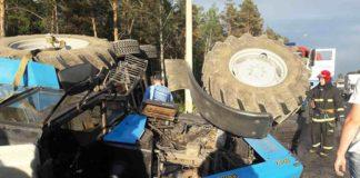 На Могилевской трассе произошло столкновение фуры с трактором