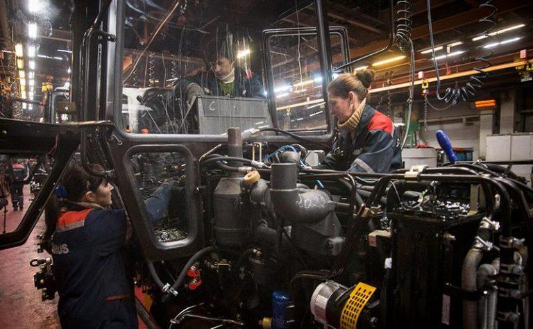 Туристы смогут поучаствовать в сборке трактора «Беларус»