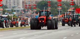 На параде в Минске показали броневики, «супермашины» и беспилотники