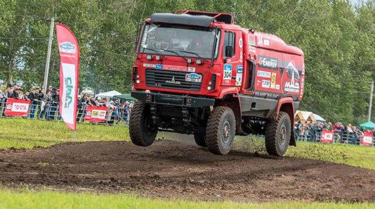Белорусы на МАЗах штурмуют самую длинную гонку в мире