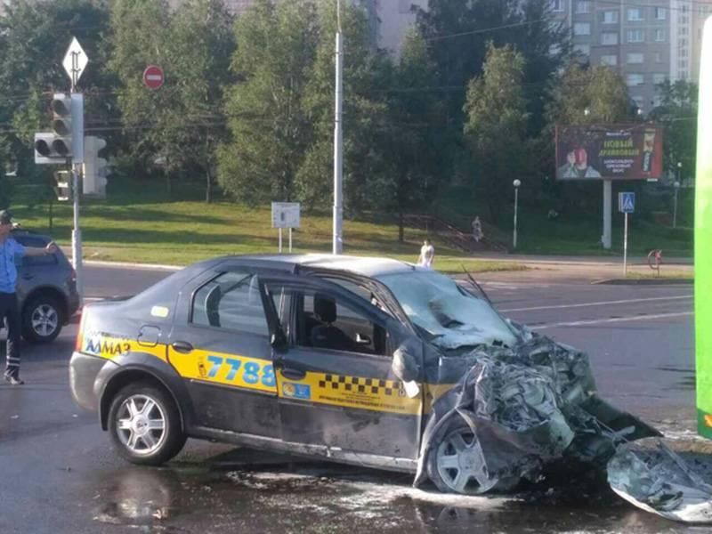В Минске столкнулись такси и рейсовый автобус