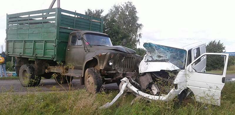 В Барановичском районе столкнулись грузовик и микроавтобус