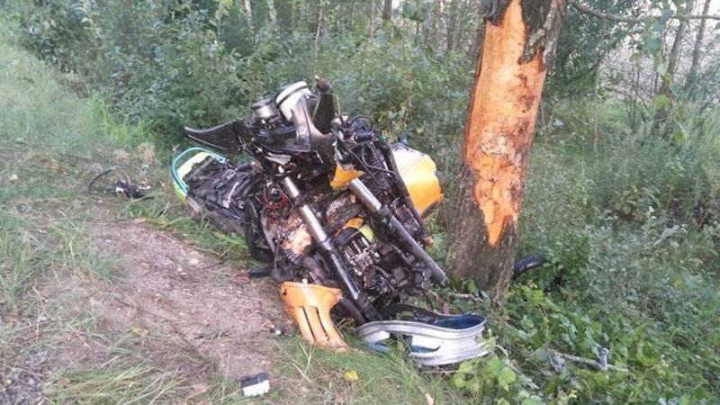 В Узденском районе мотоциклист на врезался в дерево и погиб