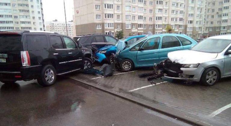В Минске пьяный водитель «Кадиллака» врезался в 7 автомобилей