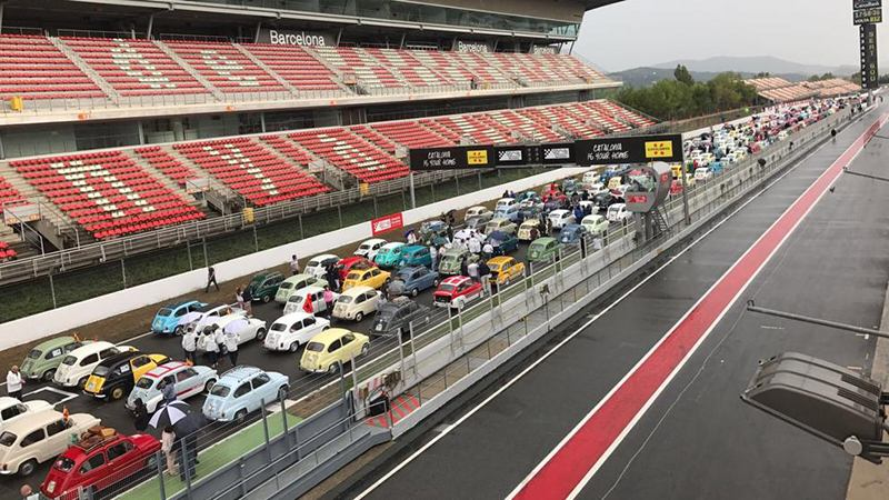 В Испании установлен рекорд Гиннесса по числу машин Seat 600 на гоночной трассе