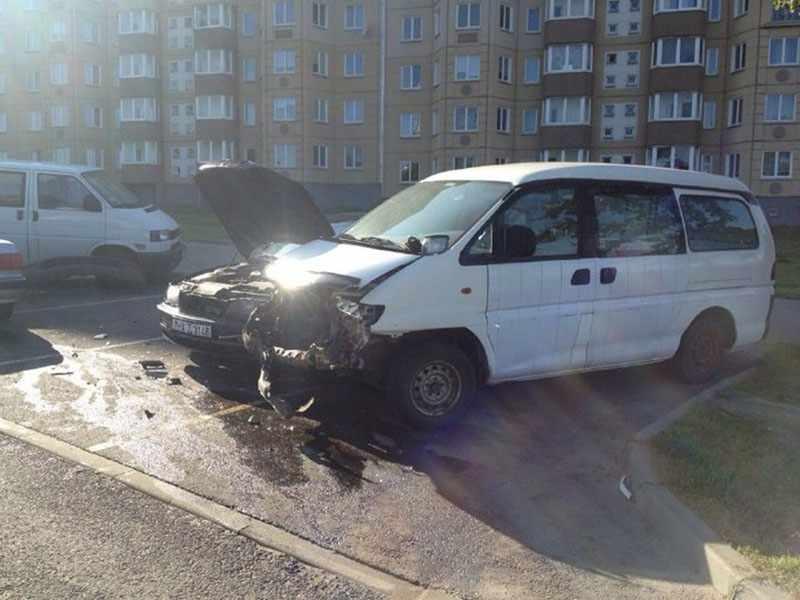 В Минске автомобиль «Ауди» врезалась в припаркованные автомобили