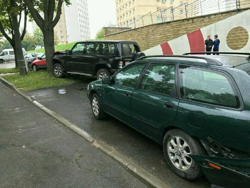 В Минске «Ниссан» подбил 6 автомобилей
