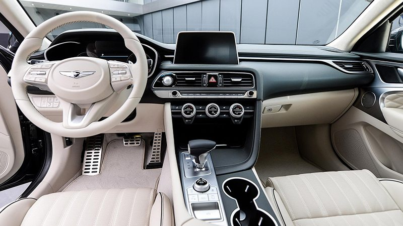 Genesis нацелился на BMW 3 и Mercedes C