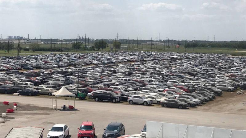 В США утилизируют сотни тысяч авто после урагана Харви