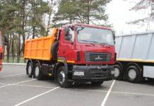 МАЗ выпустил для уборки городов первую дорожную машину с «автоматом»