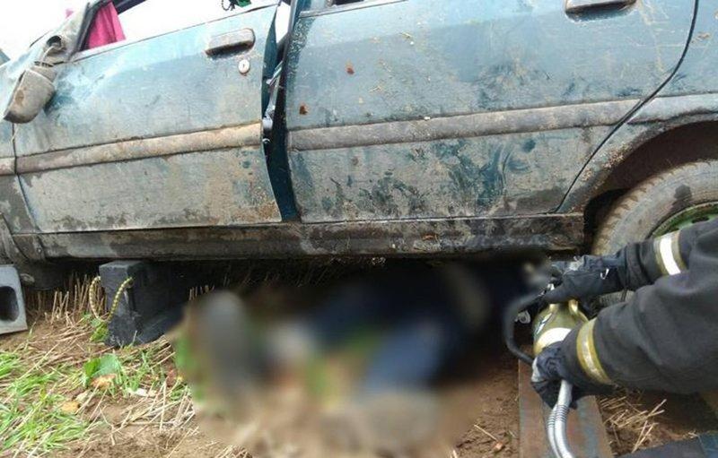 Возле Барановичей «Ситроен» опрокинулся и насмерть придавил водителя