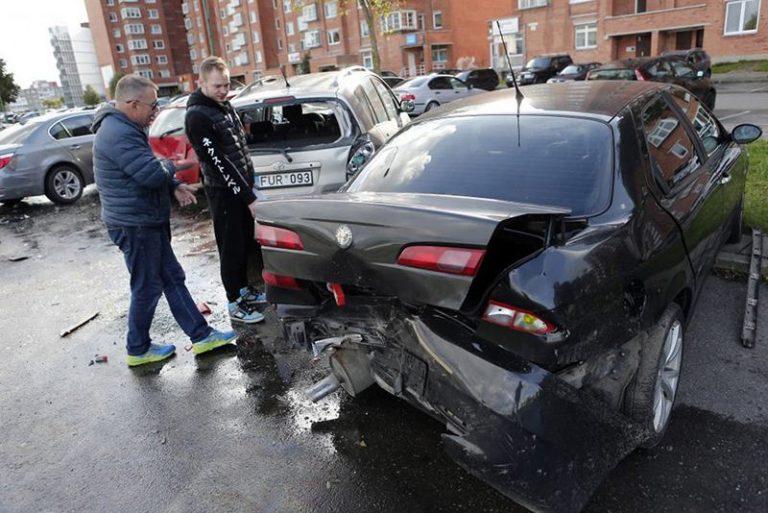 В Клайпеде белорус протаранил 7 автомобилей и сбежал с места ДТП