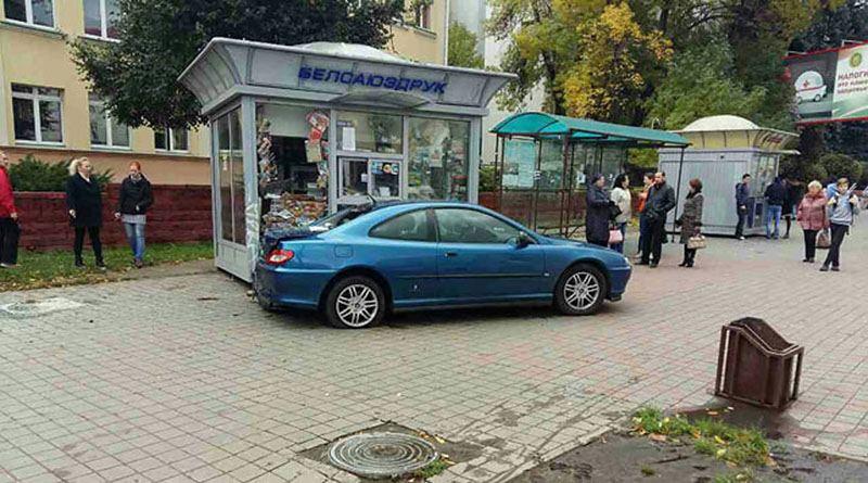 В Минске «Пежо» вылетел на тротуар и сбил пешехода