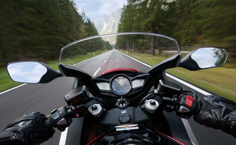 В Солигорском районе мотоциклист врезался в лошадь