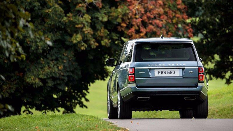 Range Rover стал подключаемым гибридом