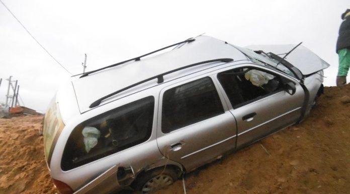 В Минском районе «Форд» снес ограждение и свалился в кювет