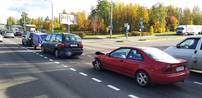 Зачастую причиной аварий на дорогах становится банальная невнимательность