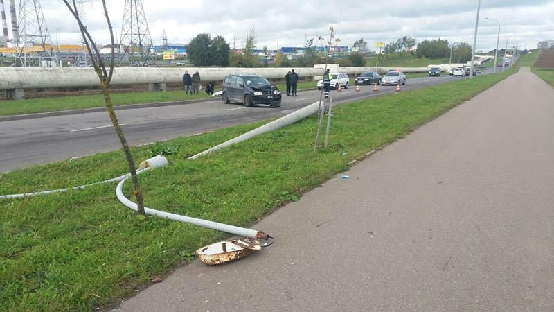 В Минске водитель врезался в столб и умер
