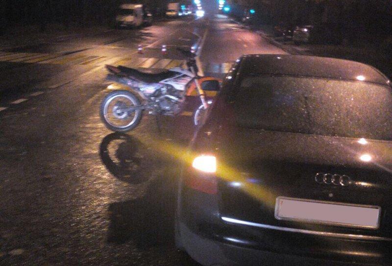 В Минске мотоциклист сбил женщину-пешехода и врезался в «Ауди»