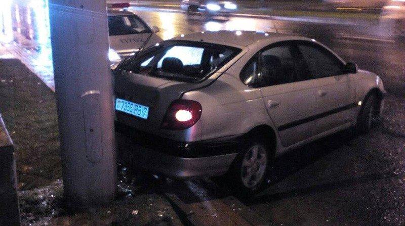 В Минске пьяный водитель в ребенком в салоне врезался в столб