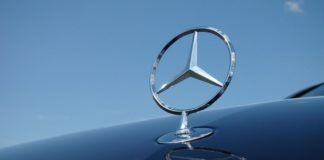 Mercedes возглавил рейтинг производителей машин премиум-класса