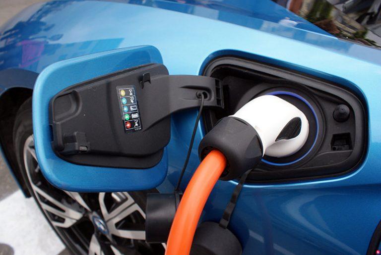 Комитет Госдумы РФ решил не отменять транспортный налог на электрокары