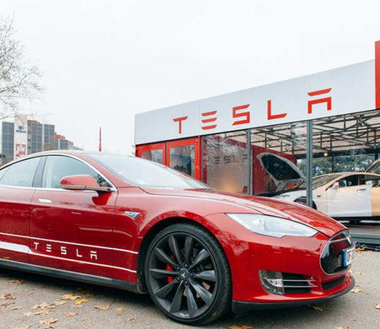 Боб Лутц: Tesla находится на грани краха