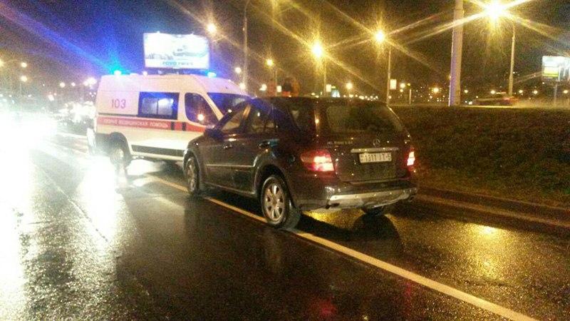 "В Минске под колеса ""Мерседес"" попала женщина с ребенком"