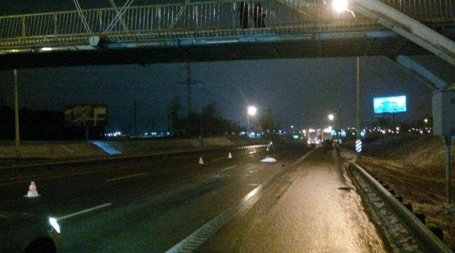 В Минске пешеход спрыгнул с моста под колеса грузовика