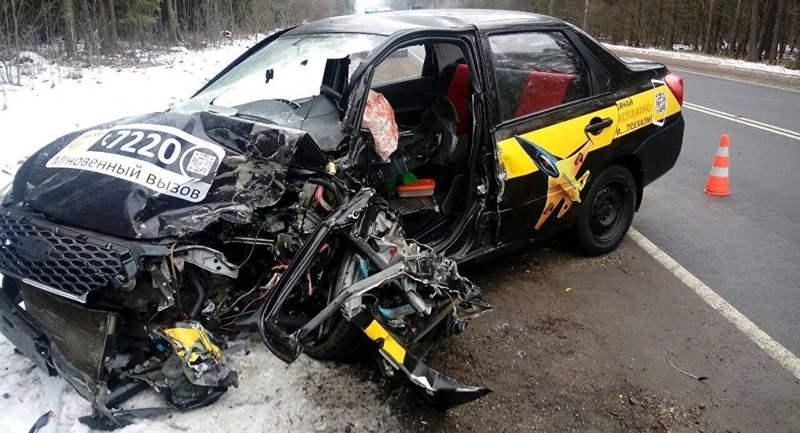 Тройное ДТП в Могилевской области спровоцировал уснувший за рулем таксист