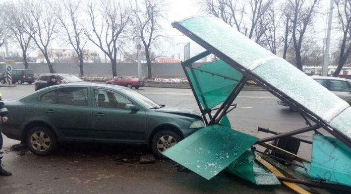 В Минске Skoda вылетела на остановку