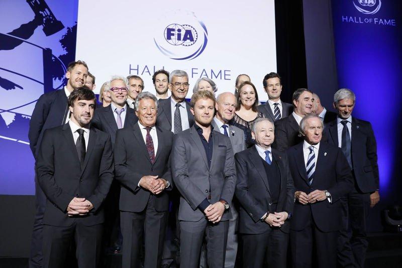 Руководство FIA с чемпионами прошлых лет