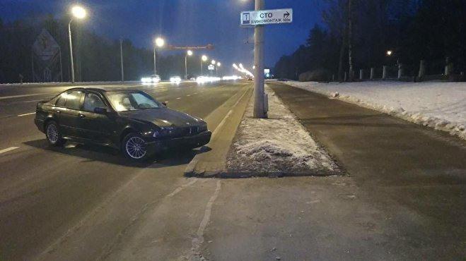 В результате ДТП Opel вылетел на тротуар
