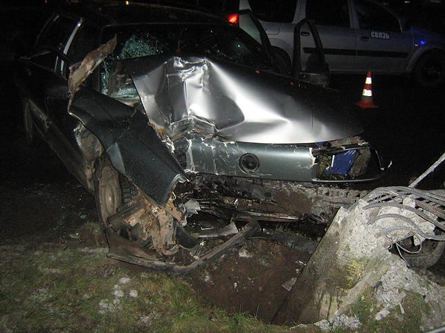 В Молодечно VW въехал в столб: два человека погибли